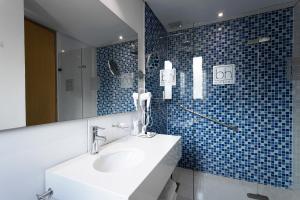 Ett badrum på Hotel bh Parque 93