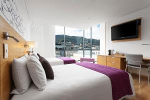 Säng eller sängar i ett rum på Hotel bh Parque 93