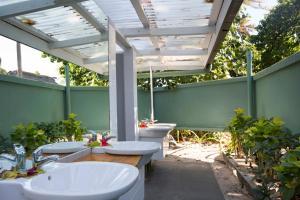 Ein Badezimmer in der Unterkunft Beachcomber Island Resort
