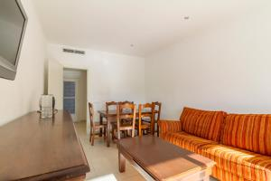 A seating area at Apartamentos Sunway San Jorge