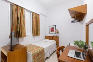 A bed or beds in a room at Hotel Rojas All Suite