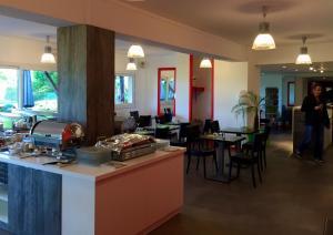 Restaurant ou autre lieu de restauration dans l'établissement Best Hotel Rouen Est / Val De Reuil