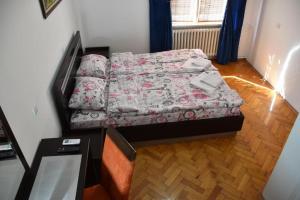 Krevet ili kreveti u jedinici u okviru objekta Exit Labirint Centar
