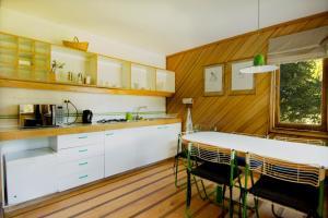 Una cocina o zona de cocina en Yelcho en la Patagonia