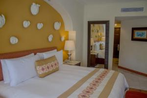 A bed or beds in a room at Casa Velas – Adults only