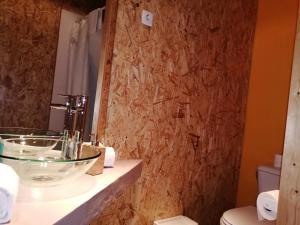 Een badkamer bij Sky Beds Lisbon