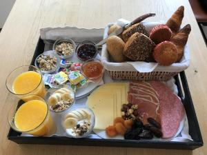 Breakfast options available to guests at Galerie Hotel Dis