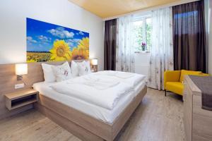 Ein Bett oder Betten in einem Zimmer der Unterkunft Cafe Lounge Traisen
