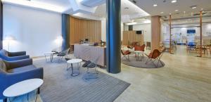 A seating area at NH Bilbao Deusto