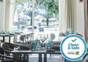 A restaurant or other place to eat at MH Atlantico