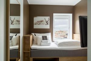 A bed or beds in a room at Smarthotel Hammerfest