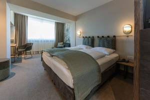 Ein Bett oder Betten in einem Zimmer der Unterkunft Parkhotel Schmid