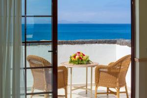 Een balkon of terras bij Gran Castillo Tagoro Family & Fun Playa Blanca