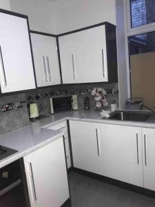 A kitchen or kitchenette at Entire Whalley House