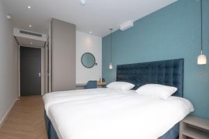 Кровать или кровати в номере Hotel Royal