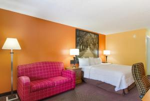 A bed or beds in a room at Americas Best Value Inn Darien