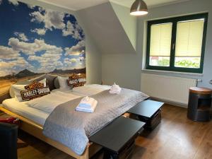 Ein Bett oder Betten in einem Zimmer der Unterkunft Hotel-Pension Mandy