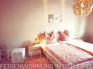 Ein Bett oder Betten in einem Zimmer der Unterkunft FeWo Fortysix