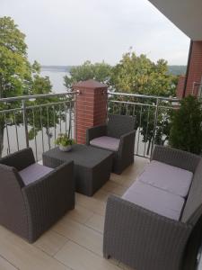 Balkon lub taras w obiekcie Apartament z widokiem na Jezioro