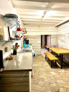 A restaurant or other place to eat at The Beach Waikiki Boutique Hostel
