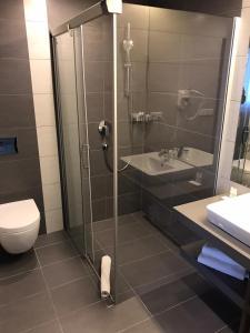 A bathroom at Wellness Hotel Step