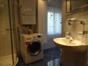 A bathroom at Ferienwohnung Huttenstrasse 22C