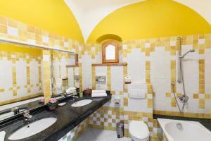 Een badkamer bij Zamek Korzkiew