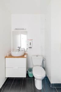 Salle de bains dans l'établissement East Hotel 67