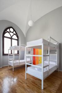 A bunk bed or bunk beds in a room at Babila Hostel & Bistrot