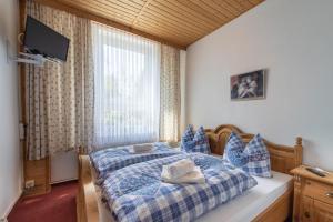 Ein Bett oder Betten in einem Zimmer der Unterkunft Landgasthof Veitenhäuser