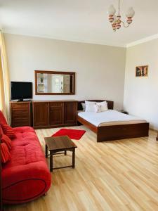 Łóżko lub łóżka w pokoju w obiekcie Happy House Hostel
