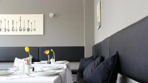 A restaurant or other place to eat at Apartment Hotel Lindeneck