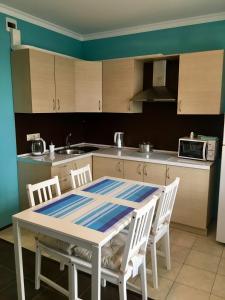 A kitchen or kitchenette at Апартаменты на Шмидта 6