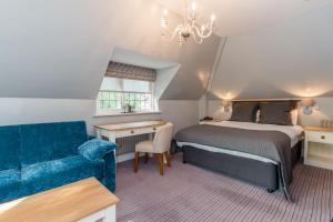 A bed or beds in a room at Guildford/Woking Gorse Hill Hotel