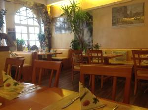 A restaurant or other place to eat at Pension Da Gigi