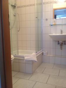A bathroom at Pension Da Gigi