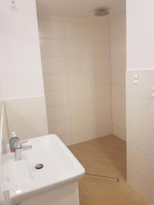 A bathroom at Apartamenty KADO