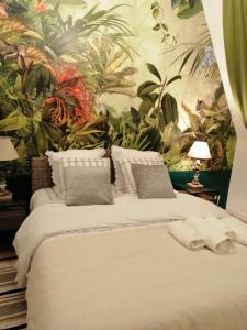 A bed or beds in a room at Magnifique deux pièces au calme