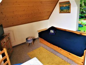 A bed or beds in a room at Pension Jägerrast