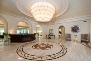 The lobby or reception area at Grand Hotel Da Vinci