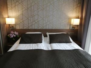 A bed or beds in a room at Hotel Zakliki