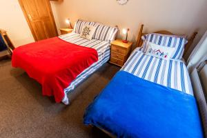 A bed or beds in a room at Seawinds Bed and Breakfast