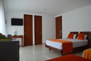 A bed or beds in a room at Cariongo Plaza Hotel