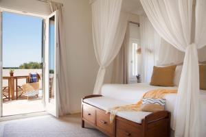 Cama o camas de una habitación en Torralbenc, a Small Luxury Hotel of the World