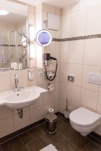 Ein Badezimmer in der Unterkunft Flair Hotel Deutsches Haus