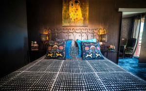 A bed or beds in a room at Les chambres de Lily