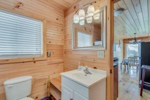 A bathroom at Rainbow Shores Rentals