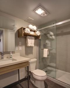 A bathroom at GreenTree Inn Flagstaff