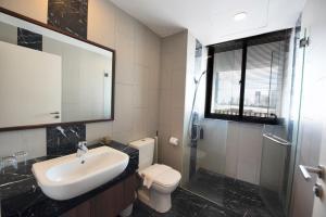 A bathroom at The Landmark By Little Cabin