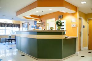The lobby or reception area at Hometown Inn & Suites Jacksonville Butler Blvd./Southpoint